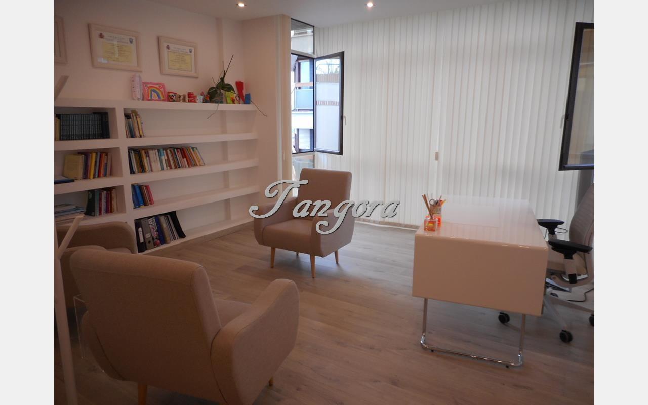 Preciosa oficina en alquiler en el centro de Algorta.