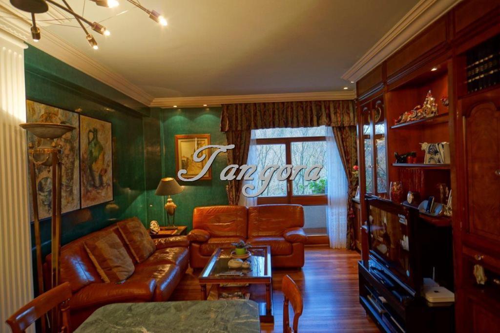 En venta caprichoso piso en una magnífica urbanización de la Avenida de los Chopos.
