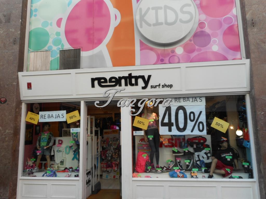 Se vende estupendo local comercial en Las Arenas.