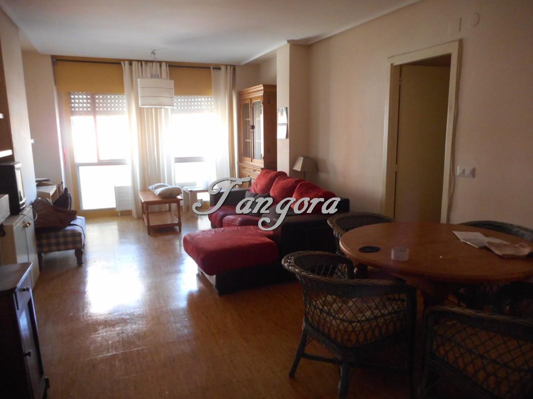 Bonito piso de 2 habitaciones para actualizar en Villa de Plencia.