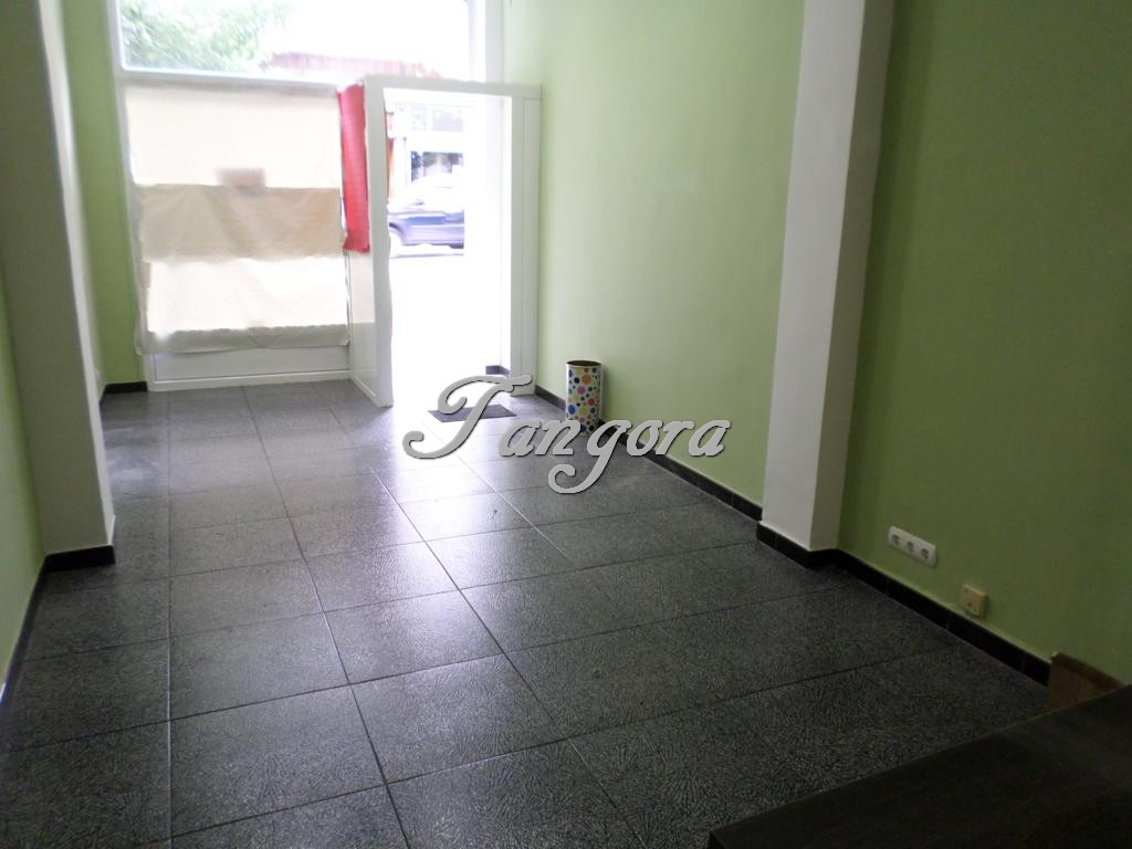 Se alquila local de 35 m2 en la calle Euskalerria  de Algorta.