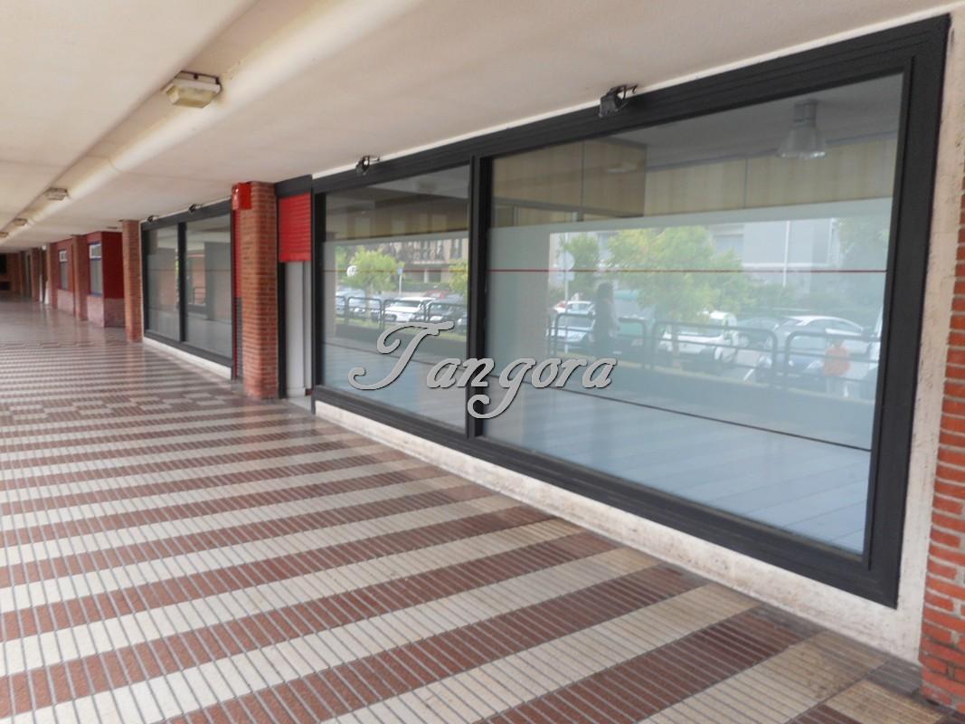 Fantástico local comercial en Las Arenas.