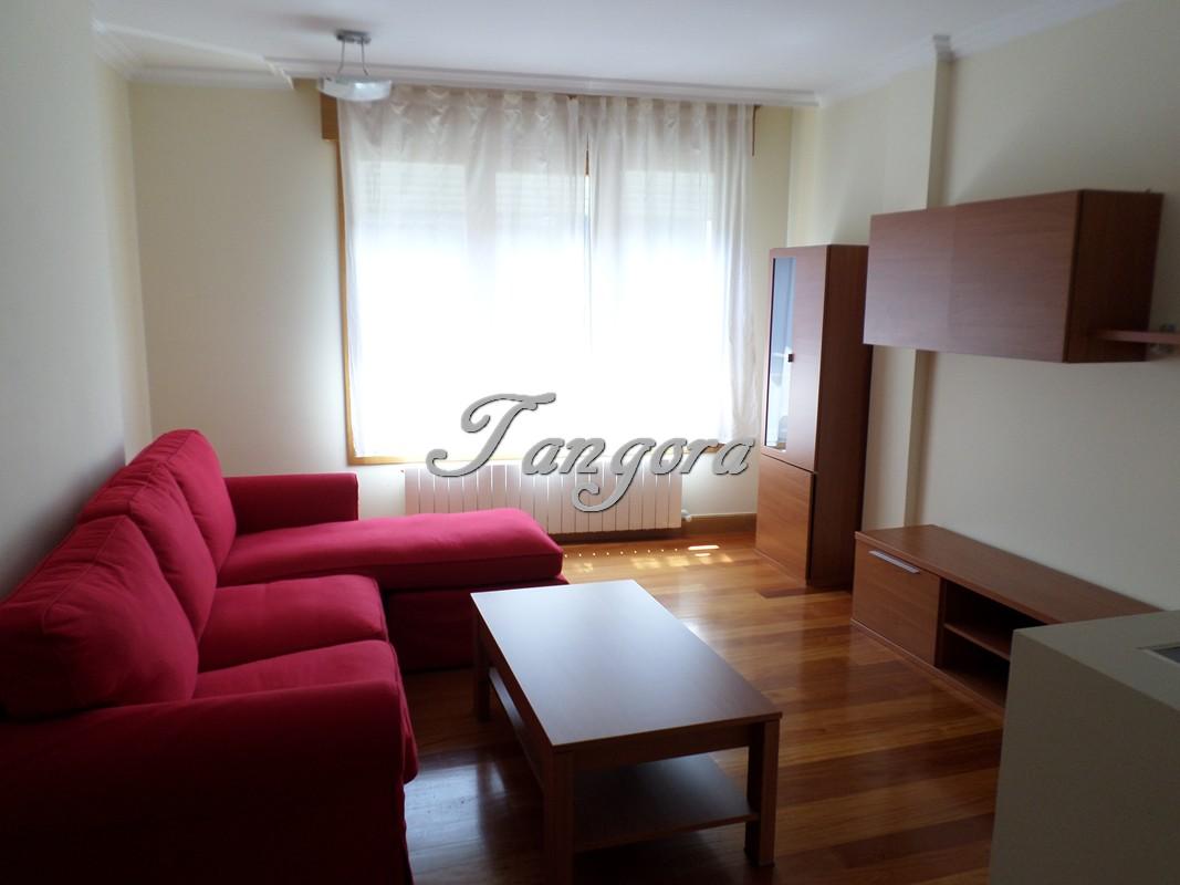 Preciso y luminoso piso de dos habitaciones y gran bajocubierta en una muy buena zona de Algorta.