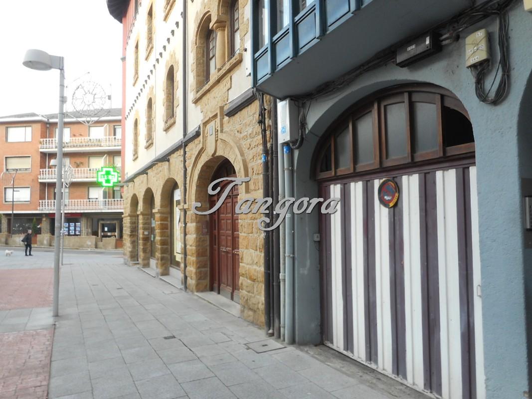 Se vende parcela de garaje en el centro de Algorta.