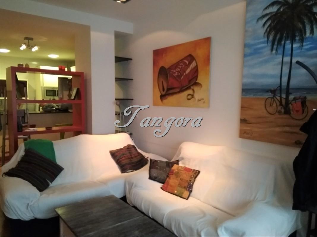 Se alquila moderno piso en Alango.