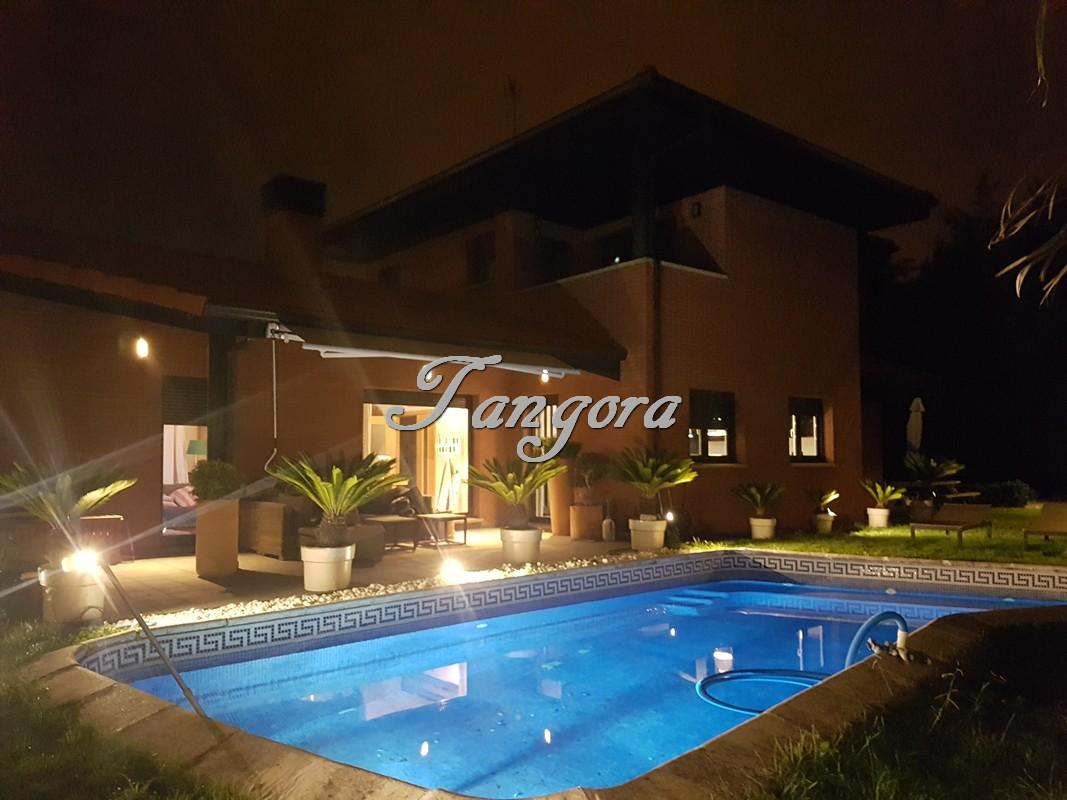 Espectacular chalet individual con piscina privada en Berango.