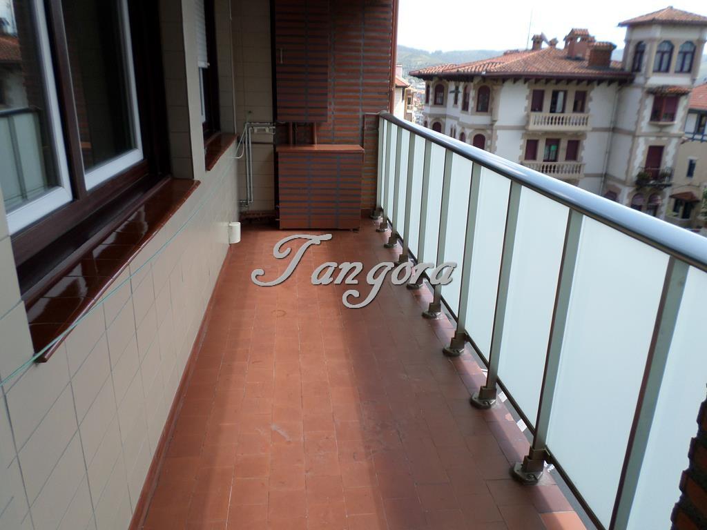 Fantástico piso de 3 habitaciones en el centro de Algorta.