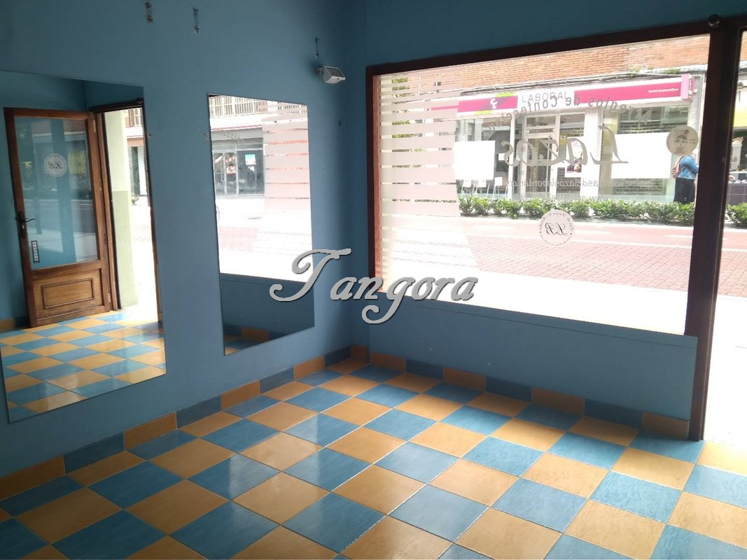 Estupendo local comercial en Avda. Sabino Arana.