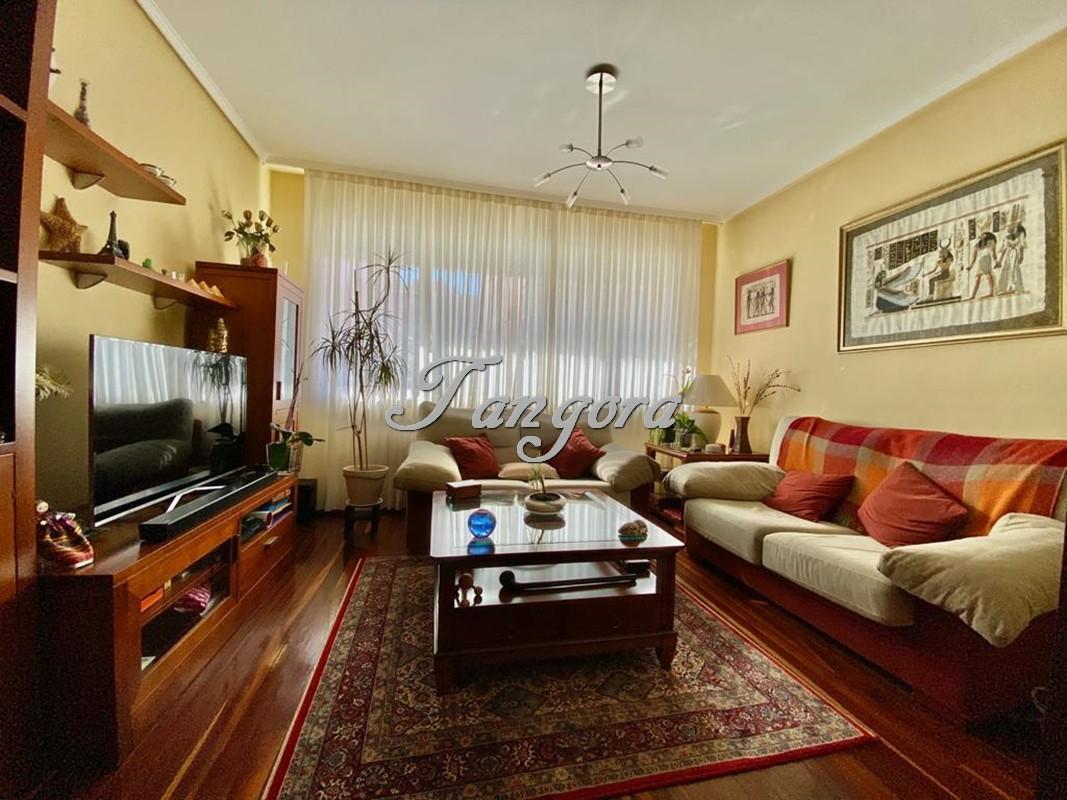 Estupendo piso para entrar a vivir en la zona de Las Uves.