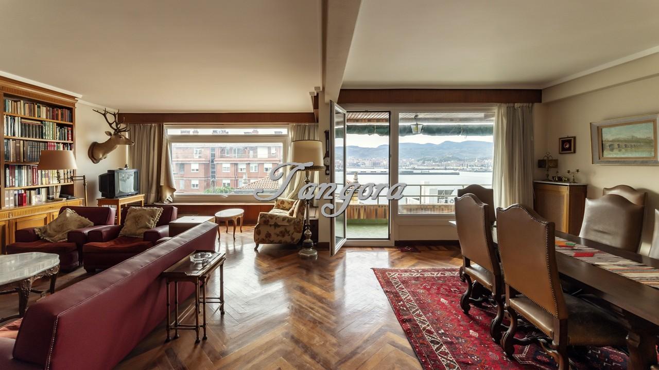 Magnífico piso de 210 m² con espléndidas vista al mar en Usategi.