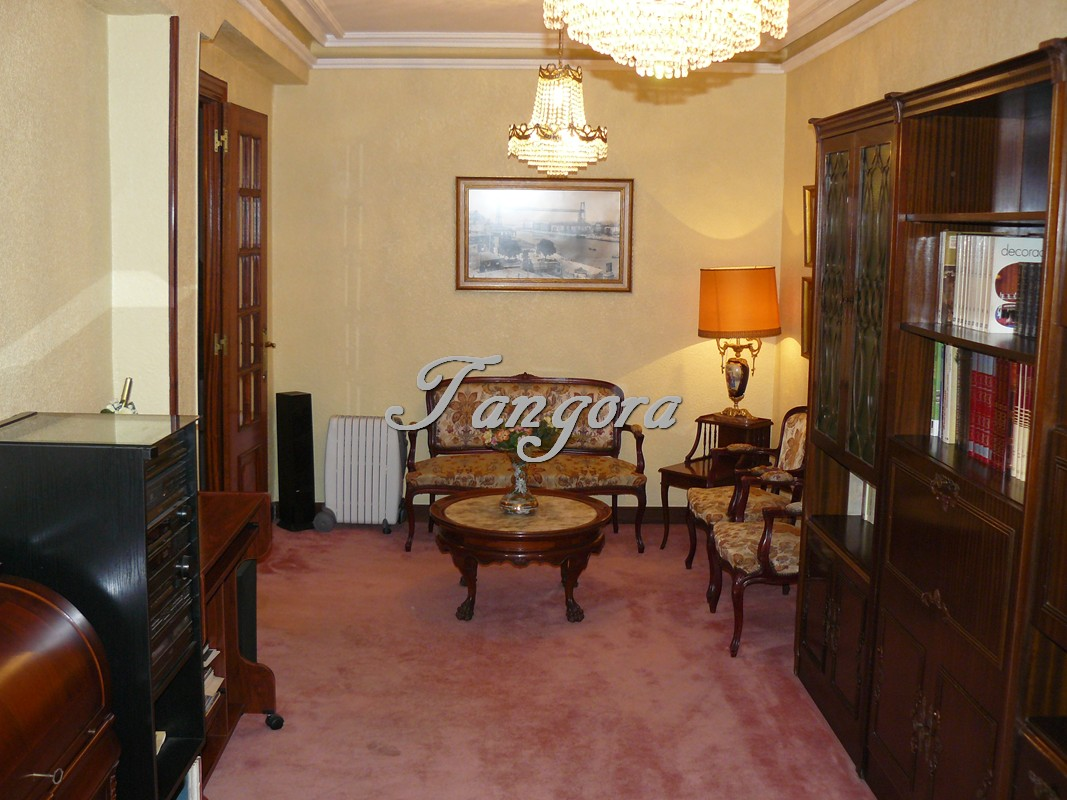 Bonito piso para actualizar en  el corazón de Portugalete.